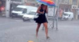 Arnavutköy'de Yağmur Aniden Bastırdı